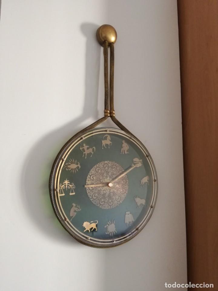 Relojes de pared: RELOJ ZODIACAL DE PARED FUNCIONANDO 60 AÑOS PERFECTO USA 1 PILA ALCALINA 1,5 VOLTS DIÁMETRO 30 CM - Foto 5 - 163969038