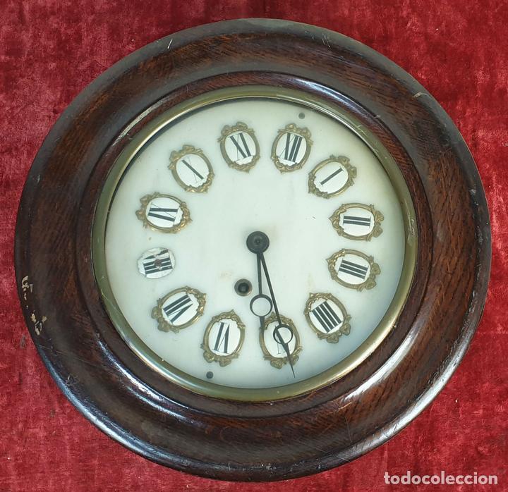 RELOJ DE PARED. ESTILO ISABELINO. OJO DE BUEY. MADERA Y METAL. SIGLO XIX-XX. (Relojes - Pared Carga Manual)