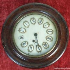 Relojes de pared: RELOJ DE PARED. ESTILO ISABELINO. OJO DE BUEY. MADERA Y METAL. SIGLO XIX-XX.. Lote 164575246