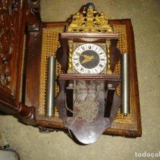 Relojes de pared: BONITO RELOJ HOLANDES FALTAN PESAS Y PENDULO VER FOTOS DE COLECCION. Lote 165006694