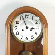 Relojes de pared: RELOJ DE PARED. ESTILO ART DECÓ. MUEBLE DE MADERA. MAQUINARIA PARÍS. SIGLO XX. . Lote 165323790