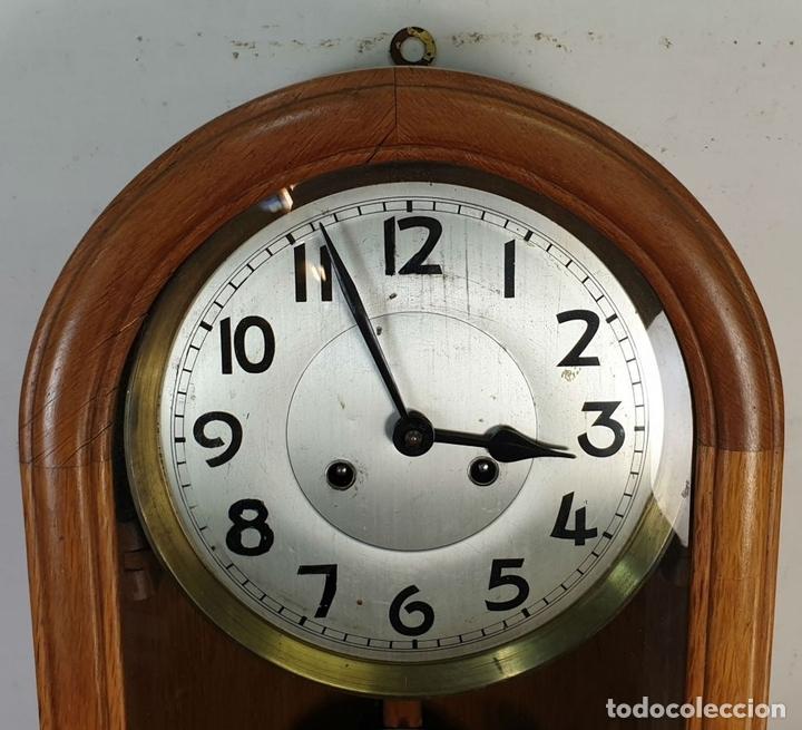 Relojes de pared: RELOJ DE PARED. ESTILO ART DECÓ. MUEBLE DE MADERA. MAQUINARIA PARÍS. SIGLO XX. - Foto 2 - 165323790