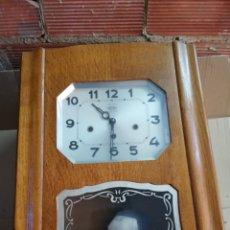 Relojes de pared: ANTIGUO RELOJ DE PARED 3 CUERDAS SONERIA A CUARTOS. Lote 174414225