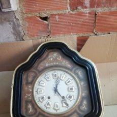 Relojes de pared: ANTIGUO RELOJ OJO DE BUEY SIGLO XIX INCRUSTACIONES DE NÁCAR. Lote 174057965