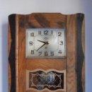 Relojes de pared: ANTIGUO RELOJ MECÁNICO DE PARED FRANCÉS DE PÉNDULO A CUERDA MANUAL QUE DURA 15 DÍAS AÑOS 1930 1940. Lote 165663018