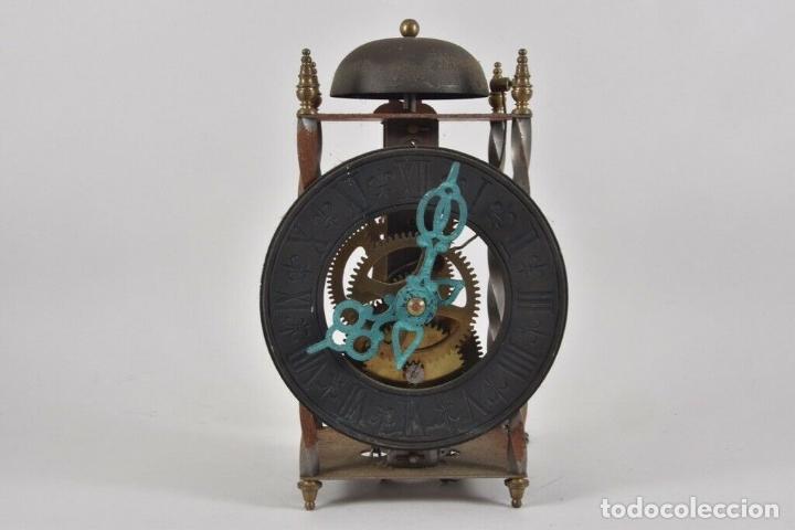 ANTIGUO RELOJ ESQUELETO EN HIERRO Y LATÓN FUNCIONANDO (Relojes - Pared Carga Manual)