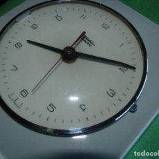 Relojes de pared: RELOJ DIEHL ELECTRO PARED PORCELANA GERMANY AÑOS 70 DECORACIÓN VINTAGE FUNCIONANDO. Lote 166317886