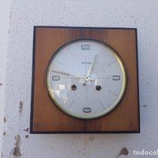 Relojes de pared: RELOJ DE MADERA Y SONERIA A PILAS. Lote 166554434