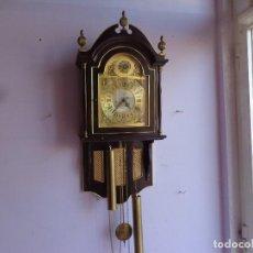 Relojes de pared: ANTIGUO Y PRECIOSO RELOJ A PESAS CON SONERIA HORAS Y MEDIAS, AÑOS 60 RETRO VINTAGE FUNCIONANDO. Lote 166755854