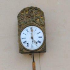 Relojes de pared: RELOJ MOREZ (MORET) CARGA MANUAL, DE PARED, CON PESAS PENDULO, LLAVE DE MANUBRIO. Lote 167157884
