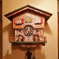 Relojes de pared: RELOJ CUCU-CUCO MUSICAL CON AUTÓMATAS BEBIENDO CERVEZA.WEST GERMANY(SELVA NEGRA).. Lote 169026288