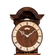 Relojes de pared: PRECIOSO RELOJ DE PARED CUERDA MANUAL, CON CAMPANADAS Y FUNCIONANDO. Lote 169091648