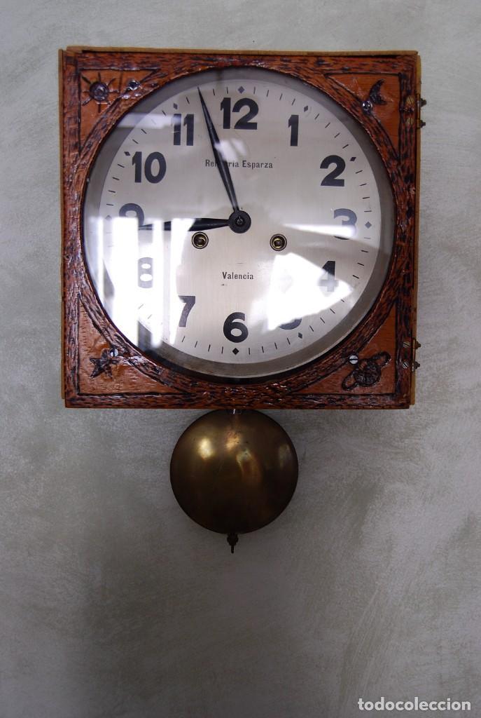 Relojes de pared: ANTIGUO RELOJ DE PARED CARGA MANUAL PUBLICIDAD RELOJERÍA ESPARZA VALENCIA AÑOS 30. - Foto 3 - 169571828