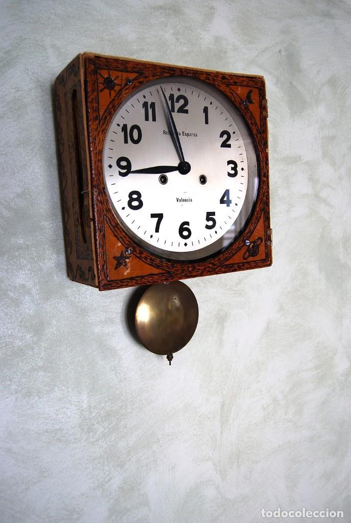 Relojes de pared: ANTIGUO RELOJ DE PARED CARGA MANUAL PUBLICIDAD RELOJERÍA ESPARZA VALENCIA AÑOS 30. - Foto 4 - 169571828