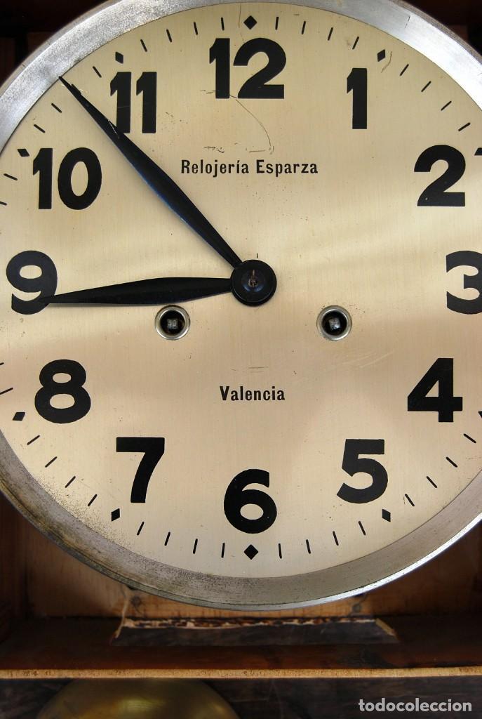 Relojes de pared: ANTIGUO RELOJ DE PARED CARGA MANUAL PUBLICIDAD RELOJERÍA ESPARZA VALENCIA AÑOS 30. - Foto 7 - 169571828
