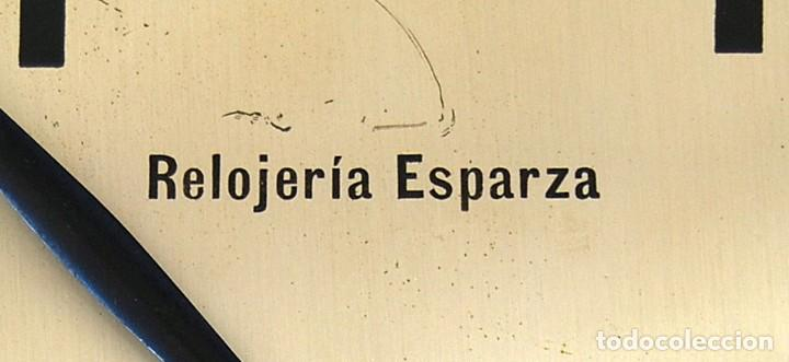 Relojes de pared: ANTIGUO RELOJ DE PARED CARGA MANUAL PUBLICIDAD RELOJERÍA ESPARZA VALENCIA AÑOS 30. - Foto 8 - 169571828