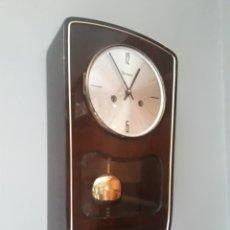 Relojes de pared: RELOJ ALEMAN KIENINGER A CUERDA Y EN MADERA LACADA. Lote 169733325