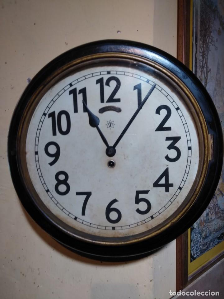 Relojes de pared: RELOJERIA MAURER RELOJ REDONDO OJO DE BUEY DEL BAR PICULIN DE PRAT DEL LLOBREGAT JUNGHANS AÑOS 20 - Foto 2 - 169853460