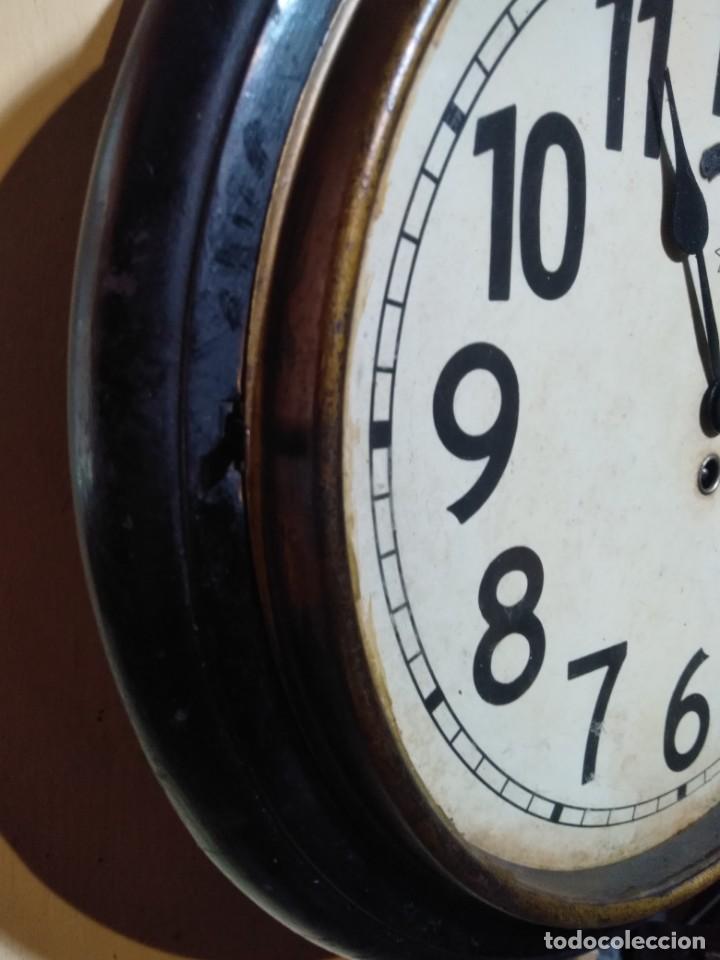 Relojes de pared: RELOJERIA MAURER RELOJ REDONDO OJO DE BUEY DEL BAR PICULIN DE PRAT DEL LLOBREGAT JUNGHANS AÑOS 20 - Foto 5 - 169853460