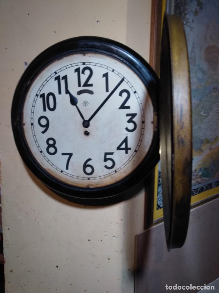 Relojes de pared: RELOJERIA MAURER RELOJ REDONDO OJO DE BUEY DEL BAR PICULIN DE PRAT DEL LLOBREGAT JUNGHANS AÑOS 20 - Foto 6 - 169853460