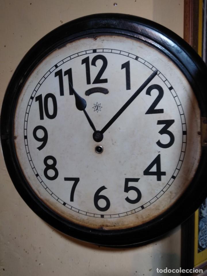 Relojes de pared: RELOJERIA MAURER RELOJ REDONDO OJO DE BUEY DEL BAR PICULIN DE PRAT DEL LLOBREGAT JUNGHANS AÑOS 20 - Foto 7 - 169853460
