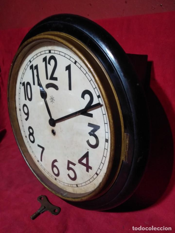 Relojes de pared: RELOJERIA MAURER RELOJ REDONDO OJO DE BUEY DEL BAR PICULIN DE PRAT DEL LLOBREGAT JUNGHANS AÑOS 20 - Foto 9 - 169853460