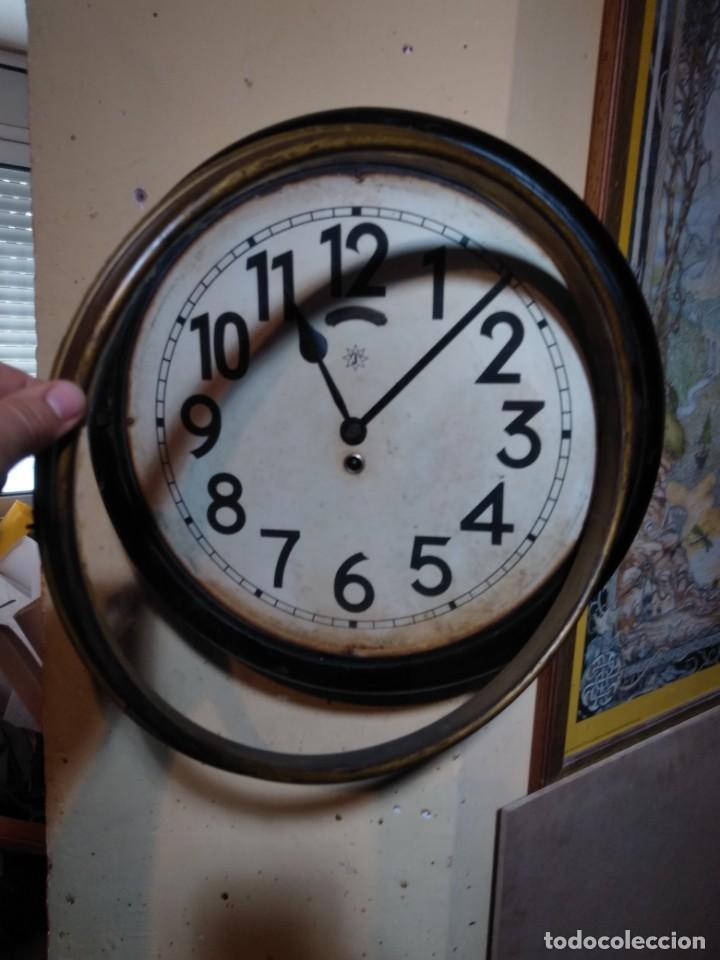 Relojes de pared: RELOJERIA MAURER RELOJ REDONDO OJO DE BUEY DEL BAR PICULIN DE PRAT DEL LLOBREGAT JUNGHANS AÑOS 20 - Foto 15 - 169853460