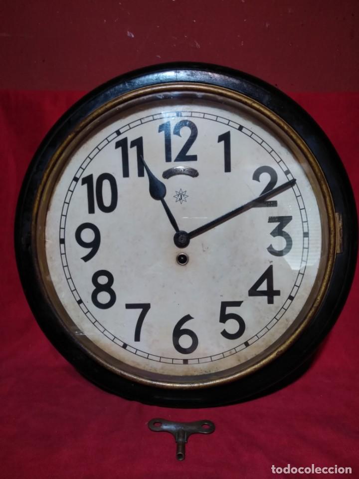 Relojes de pared: RELOJERIA MAURER RELOJ REDONDO OJO DE BUEY DEL BAR PICULIN DE PRAT DEL LLOBREGAT JUNGHANS AÑOS 20 - Foto 22 - 169853460