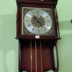 Relojes de pared: RELOG PESAS FUNCIONA NECESITA AJUSTE. Lote 169922046