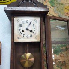Relojes de pared: RELOJ DE PARED DE CUERDA. SIN FUNCIONAR.. Lote 170885950