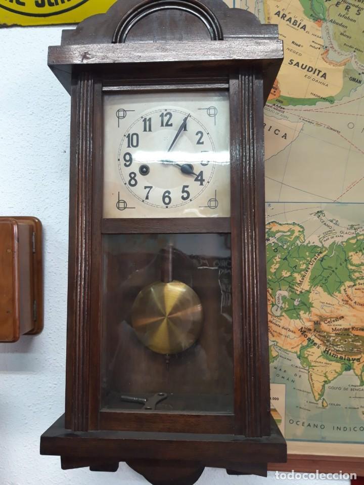 Relojes de pared: Reloj de pared de cuerda. Sin funcionar. - Foto 2 - 170885950