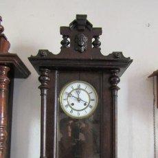 Relojes de pared: ANTIGUO RELOJ DE CUERDA MECÁNICA DE PARED ALEMÁN AÑO PERIODO 1850 1880 FUNCIONA Y DA SUS CAMPANADAS. Lote 170974628
