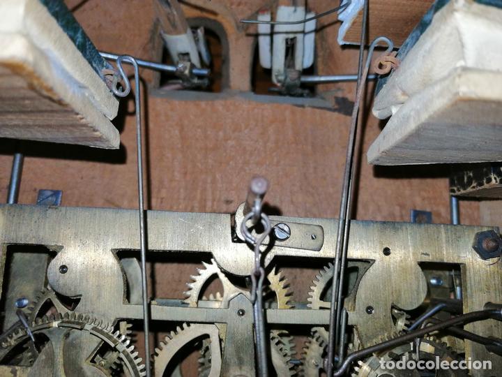 Relojes de pared: ANTIGUO RELOJ CUCU-CUCO TIPO CODORNIZ,CON PÁJAROS DE MADERA QUE MUEVEN LAS ALAS(HUBERT HERR TRIBERG) - Foto 22 - 171249045