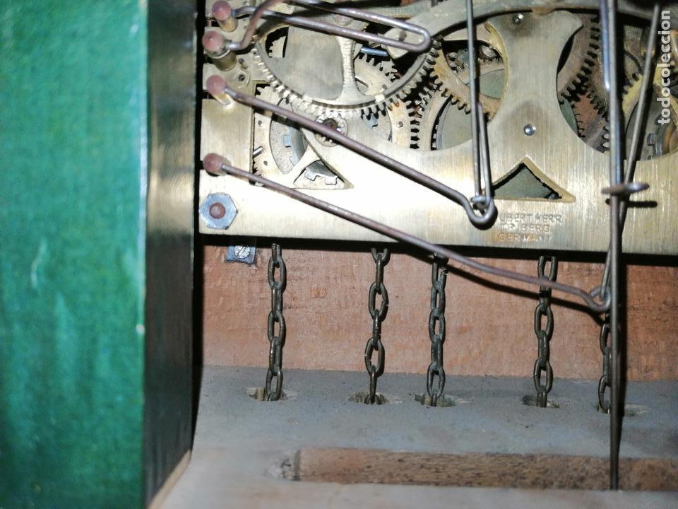 Relojes de pared: ANTIGUO RELOJ CUCU-CUCO TIPO CODORNIZ,CON PÁJAROS DE MADERA QUE MUEVEN LAS ALAS(HUBERT HERR TRIBERG) - Foto 17 - 171249045