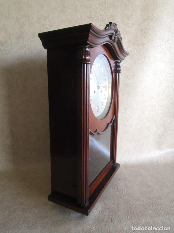 Relojes de pared: antiguo reloj pared caja madera restaurado funciona! - Foto 4 - 171450212