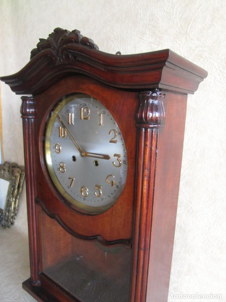 Relojes de pared: antiguo reloj pared caja madera restaurado funciona! - Foto 7 - 171450212