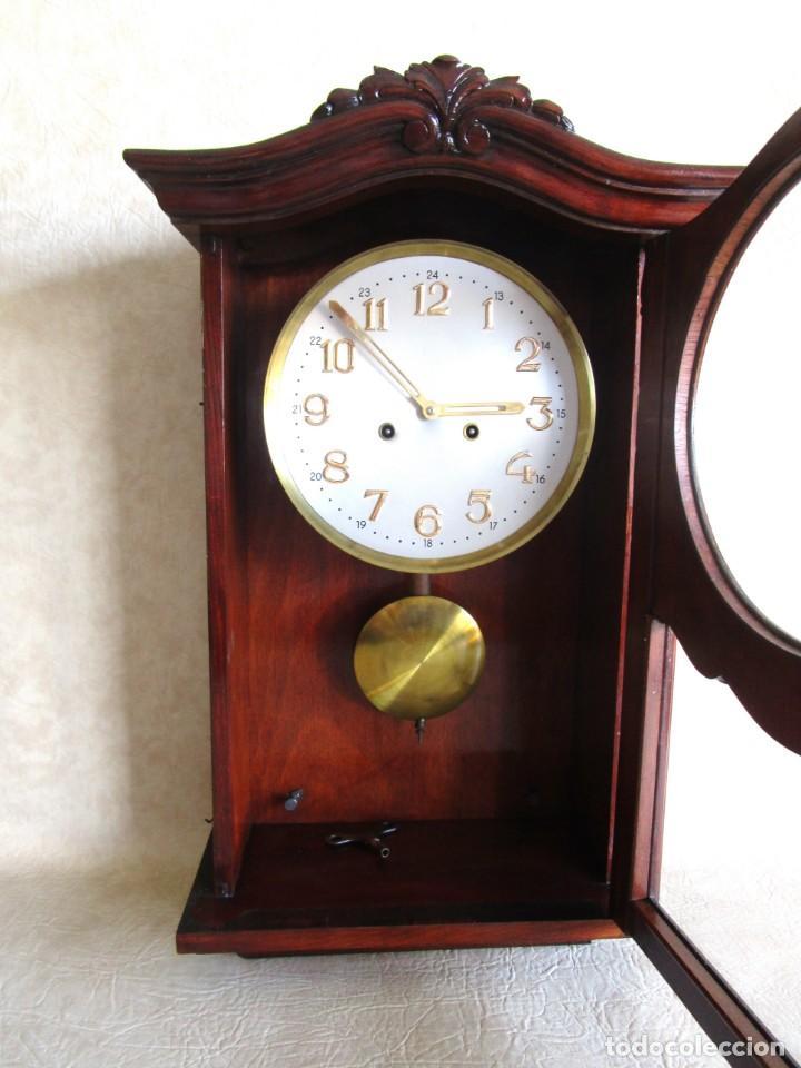 Relojes de pared: antiguo reloj pared caja madera restaurado funciona! - Foto 8 - 171450212