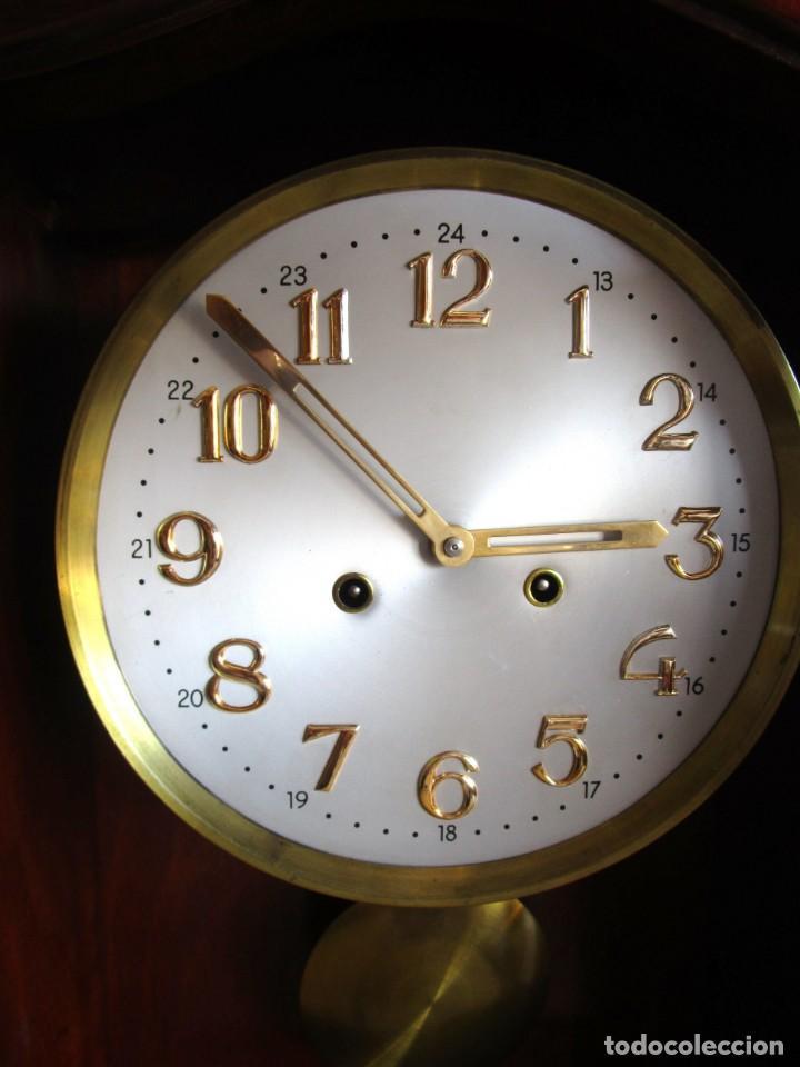 Relojes de pared: antiguo reloj pared caja madera restaurado funciona! - Foto 9 - 171450212