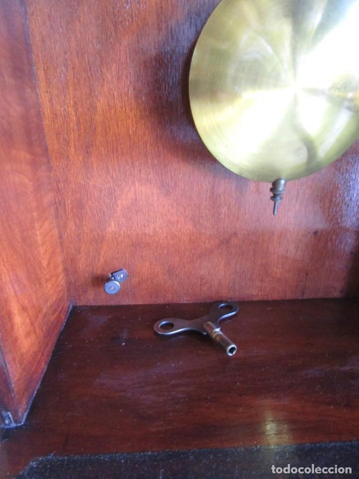 Relojes de pared: antiguo reloj pared caja madera restaurado funciona! - Foto 10 - 171450212