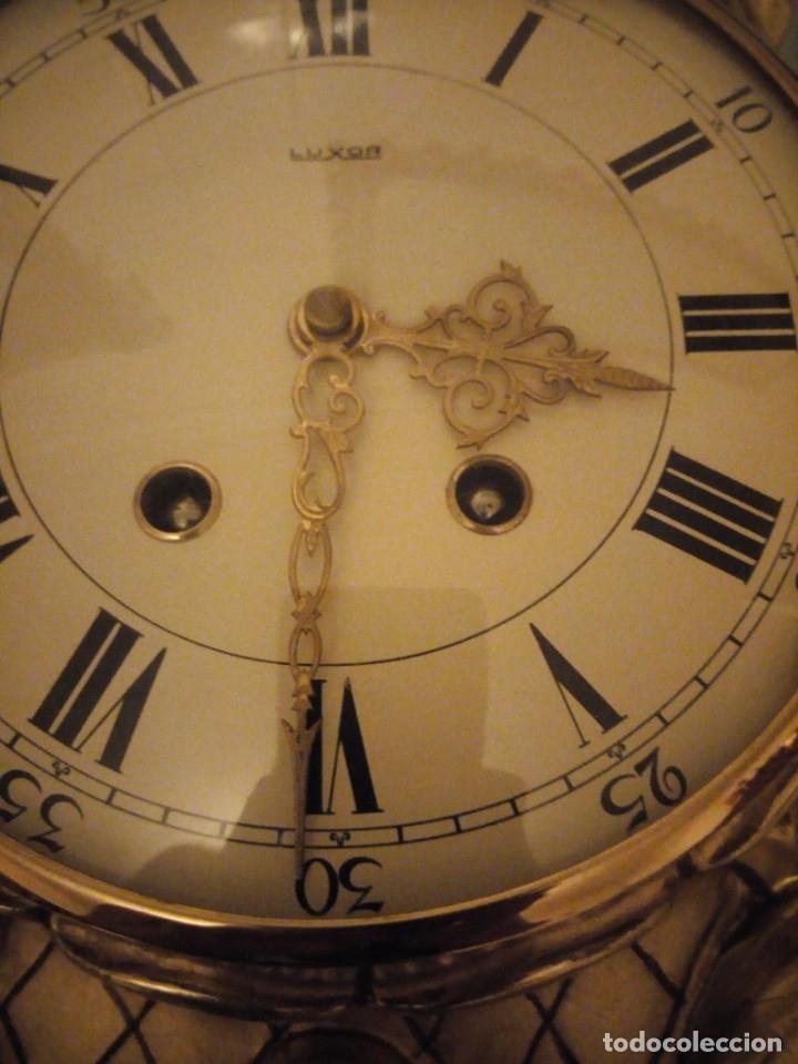 Relojes de pared: espectacular reloj de pared de carga manual luxor suisse made,madera recubierta de porcelana con oro - Foto 5 - 172787003
