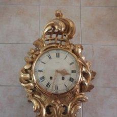 Relojes de pared: ESPECTACULAR RELOJ DE PARED DE CARGA MANUAL LUXOR SUISSE MADE,MADERA RECUBIERTA DE PORCELANA CON ORO. Lote 172787003