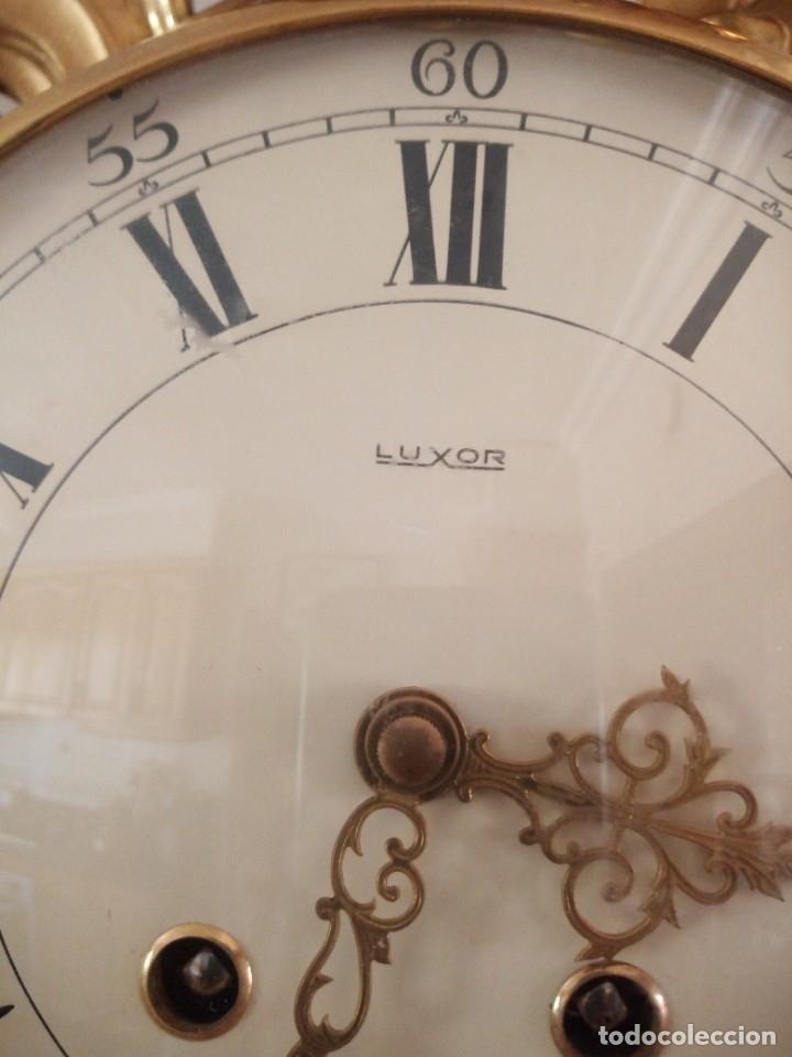 Relojes de pared: espectacular reloj de pared de carga manual luxor suisse made,madera recubierta de porcelana con oro - Foto 20 - 172787003