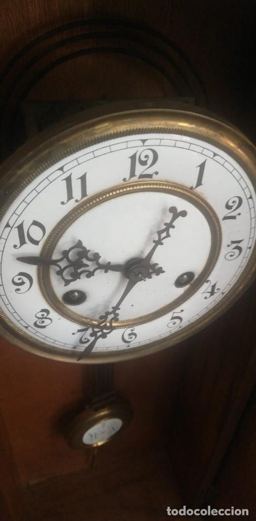 Relojes de pared: MAGNÍFICO RELOJ PORCELANA DE PÉNDULO EN CAJA MADERA 64 Alto x 23,5 Ancho x 10 cm.FONDO. - Foto 4 - 173670627