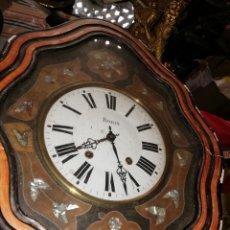 Relojes de pared: ANTIGUO RELOJ OJO DE BUEY SIGLO XIX INCRUSTACIONES DE NÁCAR. Lote 173970267