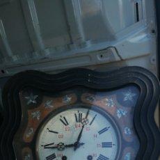 Relojes de pared: ANTIGUO RELOJ OJO DE BUEY SIGLO XIX INCRUSTACIONES DE NÁCAR. Lote 173970292