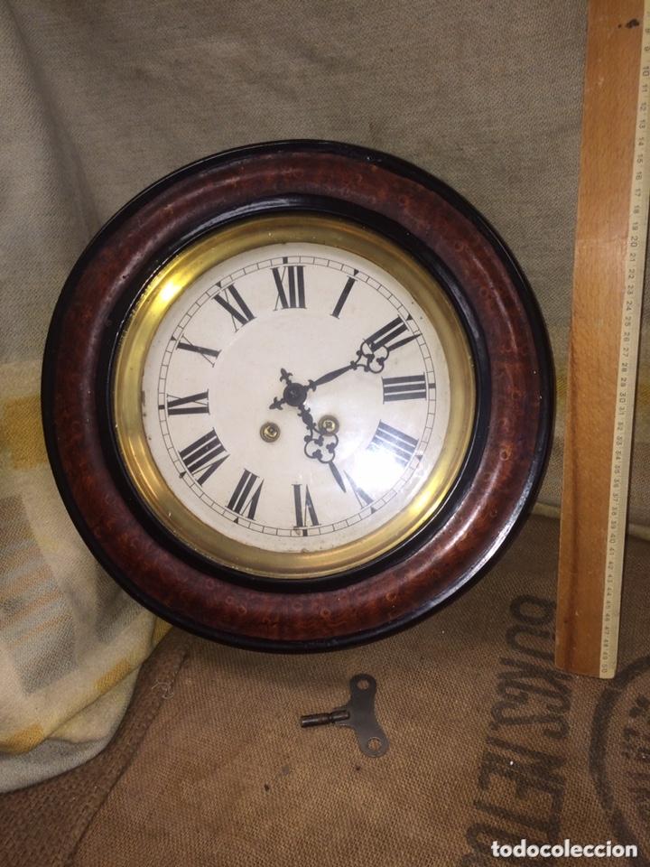 RELOJ ANTIGUO REPASADO POR RELOJERO! (Relojes - Pared Carga Manual)
