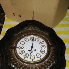 Relojes de pared: ANTIGUO RELOJ OJO DE BUEY SIGLO XIX INCRUSTACIONES DE NÁCAR. Lote 174057427