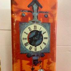 Relojes de pared: PECULIAR RELOJ GOTICO DE PARED MARCA GRAMANS AÑOS 70. EN CAJA ORIGINAL CON INSTRUCCIONES. FUNCIONA. Lote 174213195