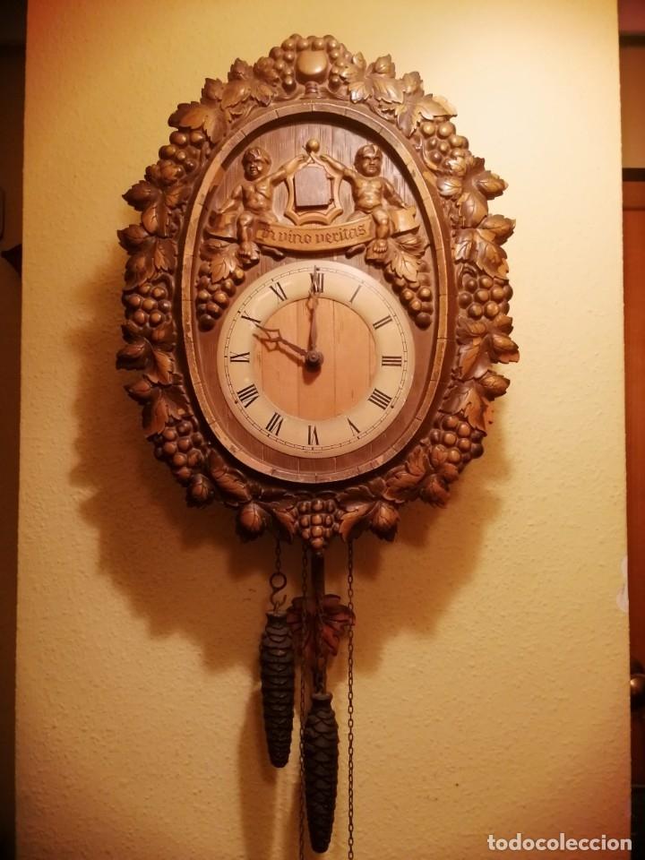 RELOJ CUCU-CUCO IN VINO VERITAS .MADE IN WEST GERMANY. MECÁNICO Y FUNCIONANDO. (Relojes - Pared Carga Manual)