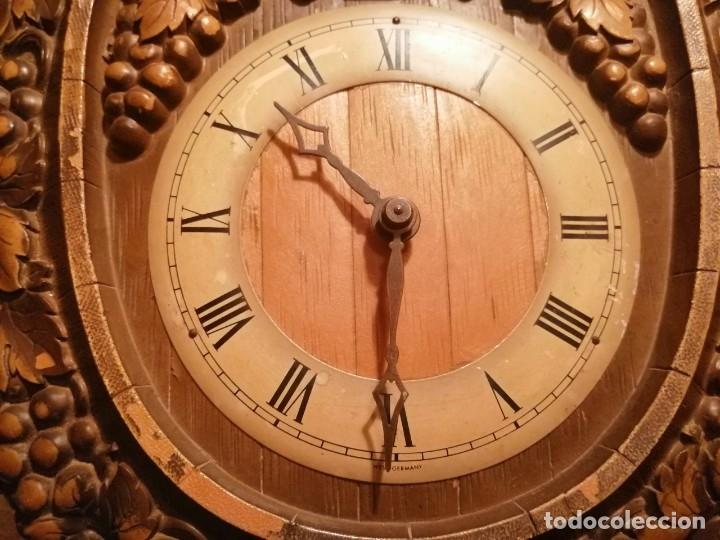 Relojes de pared: RELOJ CUCU-CUCO IN VINO VERITAS .MADE IN WEST GERMANY. MECÁNICO Y FUNCIONANDO. - Foto 8 - 175342258